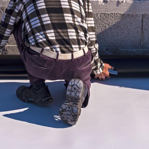 applying a flat roof coating